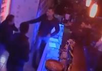 VIDEO Patronul unui club de manele din Rovinari, bătut cu cruzime de un condamnat la închisoare