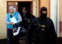 Trei persoane au fost reținute în urma perchezițiilor DIICOT. Iubitul cântăreței Raluca Elena Căpitănescu, după gratii