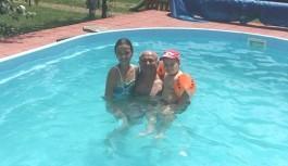 Călinoiu, în piscină cu nepoții
