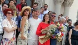 Fiica lui Nicolae Mischie și-a pus pirostriile