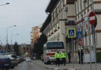 Incredibil cum a parcat un autocar pe o stradă din centrul municipiului Târgu Jiu