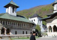 Paștele la Mănăstirea Lainici. Slujba de Înviere va avea loc în aer liber
