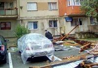 La un pas de tragedie în Târgu Cărbunești din cauza furtunii
