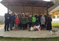 Elevi ai Școlii Nr. 3 din Rovinari, Moș Crăciun pentru bătrânii și copiii din grija statului