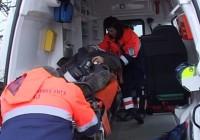 Un bătrân a murit după ce mașina în care se afla a căzut