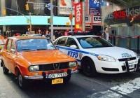 Dacie veche pe străzile din New York. Fotografia care devine virală pe internet