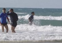 VIDEO Fotbaliștii de la Pandurii au făcut baie în Oceanul Atlantic