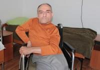 Povestea bărbatului aflat în scaunul cu  rotile care a învățat de unul singur să scrie și să să citească