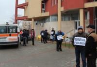 Ciubotărică s-a întâlnit cu greviștii foamei din fața sediului CEO