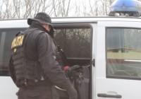 Percheziții la suspecți de trafic de droguri