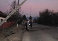 Accident cu victime la Pojogeni. Un stâlp de electricitate a fost distrus