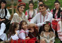 VIDEO Nuntă tradițională în costume populare și taraf de lăutari