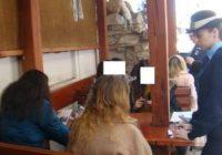 Zeci de elevi găsiți în baruri de către jandarmi și polițiști
