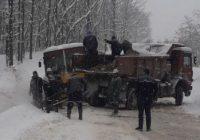 Autobuz care transporta copii, răsturnat pe un drum județean
