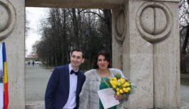 Povestea celor doi inspectori fiscali din București care s-au căsătorit la Poarta Sărutului de Dragobete