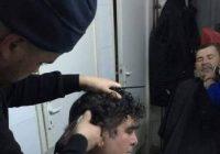 Doi frizeri i-au tuns și bărbierit gratuit pe bătrânii internați în Spitalul Județean de Urgență Târgu Jiu