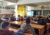 """Polițiști și jandarmi la """"Ora de net"""" de la Liceul Energetic Târgu-Jiu"""