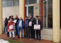 Zece angajați de la cariera Roșiuța, în greva foamei în fața sediului CEO