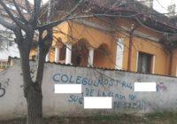 """Inscripție obscenă, în """"buricul"""" municipiului Târgu Jiu"""