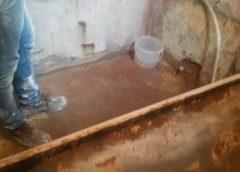 Oseminte de copil mic găsite zidite sub cada de la baie. Descoperirea fost făcută într-o garsonieră din Bîlteni
