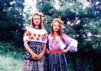 """Larisa și Ionela Cerbu, două surori talentate din Cătunele: """"Muzica este bucurie pură!"""""""
