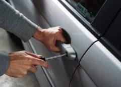 Un hoț care a furat o sumă mare de bani dintr-o mașină a fost prins de poliție după patru luni